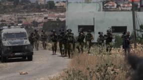 اصابات بالاختناق واحتراق أشجار زيتون خلال قمع الاحتلال لمسيرة بلعين و كفر قدوم الاسبوعية