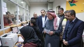 العمادي يعلن البدء بصرف المنحة القطرية بغزة