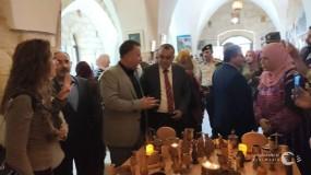 أبو سيف وكميل يفتتحان ديوانية بلدية سلفيت ومعرضا للفن التشكيلي وآخر للتراث