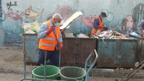 بلدية غزة تبدأ بتشغيل وردية مسائية لجمع النفايات