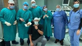 طبيب بقصر العينى يستخرج 6500 جنيه من بطن مريض فى عملية جراحية استغرقت 4 ساعات