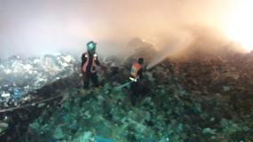 بلدية غزة تتمكن من إخماد حريق كبير نشب في مكب النفايات