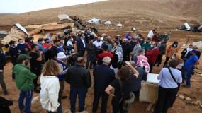 ممثلو 14 دولة أوروبية يزورون تجمعا فلسطينيا...هدمه الاحتلال