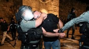 مواجهات مع الاحتلال بعدة مدن بالقدس واعتداءات على المصلين بباب العامود