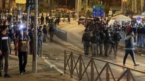 قوات الاحتلال تواصل إعتدائاتها على المواطنين في منطقة باب العامود بالقدس