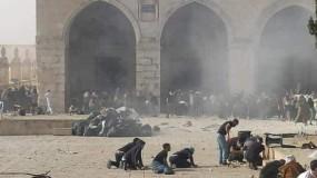 جيش الاحتلال يقتحم المسجد الأقصى وإصابة عشرات المقدسيين