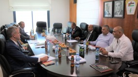 د. أبو هولي يبحث مع مساعد وزير الخارجية الامريكي لشؤون الاسكان واللاجئين والهجرة ريتشارد اولبرايت اوضاع اللاجئين في المخيمات الفلسطينية