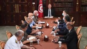 الرئيس التونسي يقرر تجميد سلطات مجلس النواب ورفع الحصانة عن أعضائه
