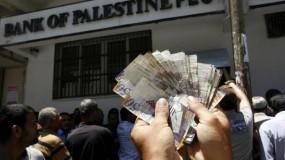 """""""المالية"""" تعلن صرف رواتب بنسبة 100% لموظفي قطاع غزة غداً الخميس"""