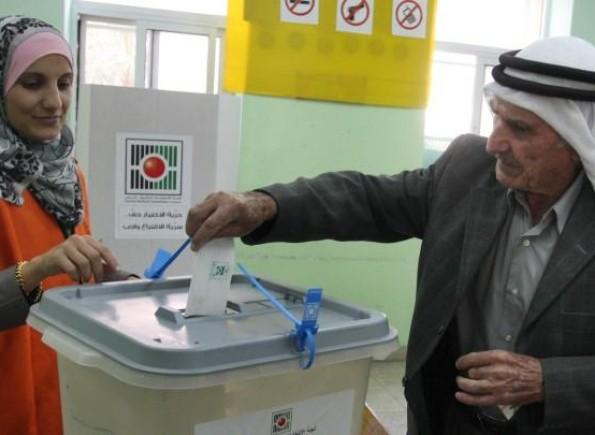 حماس: لا نمانع من مشاركة أبنائنا بالضفة بالانتخابات المحلية